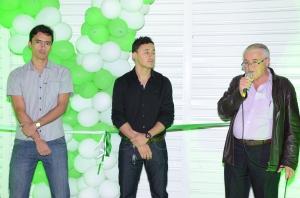 Zelandyo e Reberlandyo, juntamente com o prefeito de Paranatama José Teixeira
