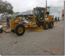 Prefeitura de Paranatama apresenta novos veículos para o município, uma máquina patrol e um ônibus escolar. Agreste News Revista.