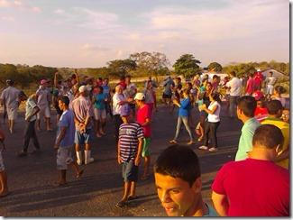 Protesto pacifico na entrada da cidade de Paranatama. Agreste News Revista.