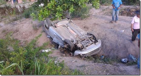 Acidente na BR 423 próximo ao Povoado Brejo Velho–Paranatama. Agreste News Revista.