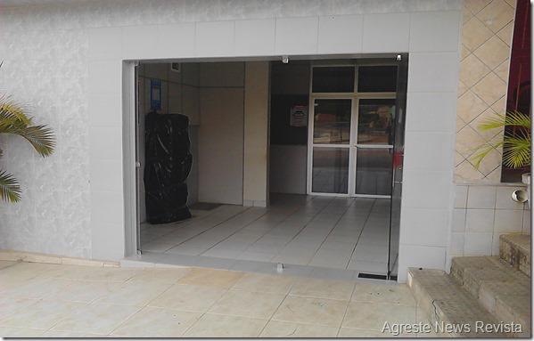 Bandidos explodem caixa eletrônico de agência do Bradesco em Paranatama.