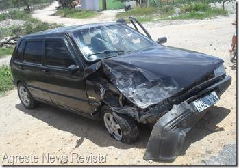 Aconteceu hoje (28) por volta das 11 horas da manhã, um acidente envolvendo dois veículos na BR 423 no trevo de Paranatama.