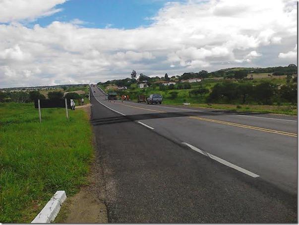 Devido os muitos acidentes na entrada da cidade de Paranatama, lombadas estão sendo feitas na BR 423.