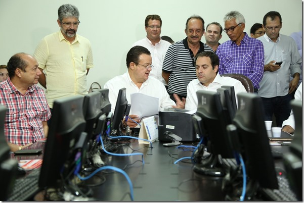 Informativo - Paulo Câmara acolhe demandas de prefeitos do Araripe e assegura inclusão no programa de governo. Agreste news revista.