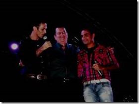 Na Noite de comemoração em Caetés ao som de: Simone Santos; Adriano e Luciano; e Amazan