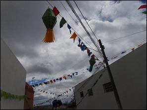 Paranatama: Populares enfeitam rua com cores da seleção brasileira