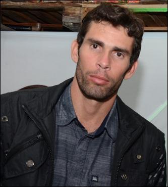 Palestrante e escritor de Auto ajuda e motivação Júnior Pereira, dará entrevista á Rádio Asas FM-91,1