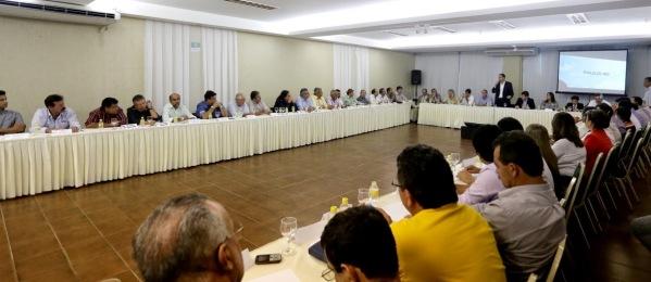 Paulo reúne prefeitos de todo o Estado para debater estratégias de campanha